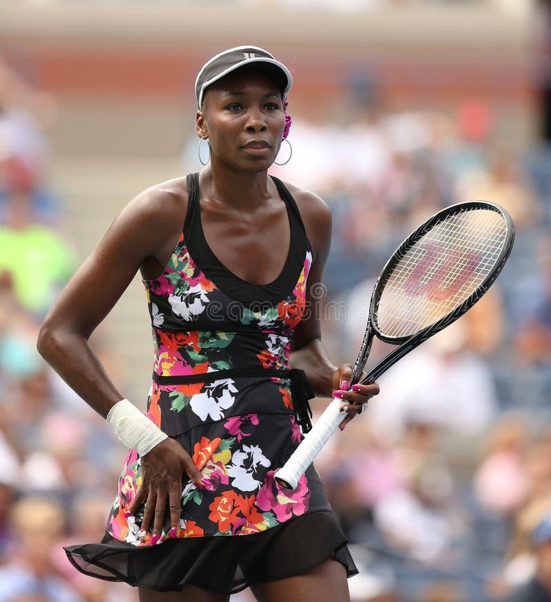 Champion Venus Williams de Grand Chelem de neuf fois pendant son premier match de rond à l'US Open 2013 images stock