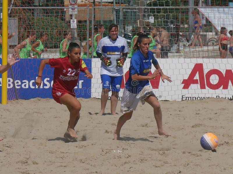 Championnat 2018 d'Italien du football de plage - femelle image libre de droits
