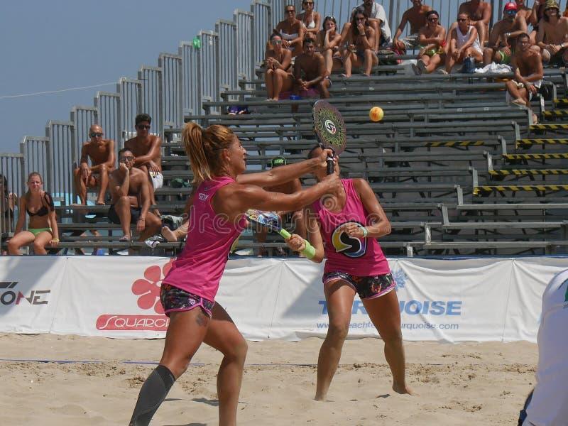 Championnat 2018 du monde de tennis de plage d'ITF - demi-finale photographie stock libre de droits