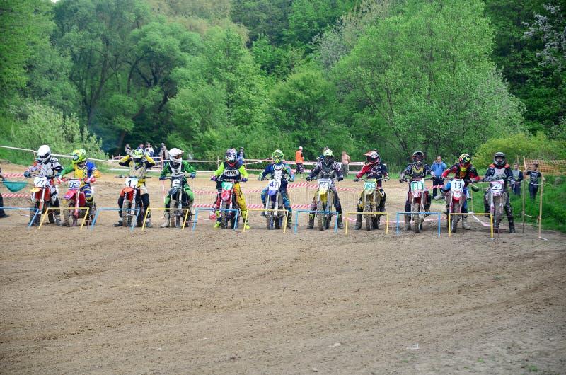 Championnat ouvert 2019 de motocross de Lviv de course de motocross d?but photo libre de droits