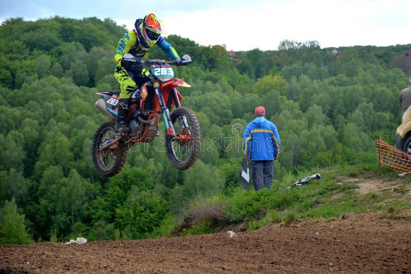 Championnat ouvert 2019 de motocross de Lviv de course de motocross saut images stock