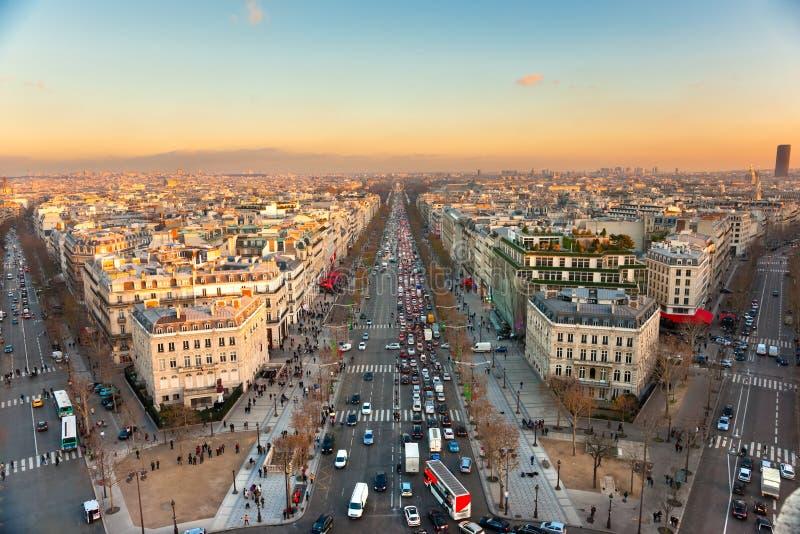Champions Elysees au coucher du soleil, Paris. photographie stock