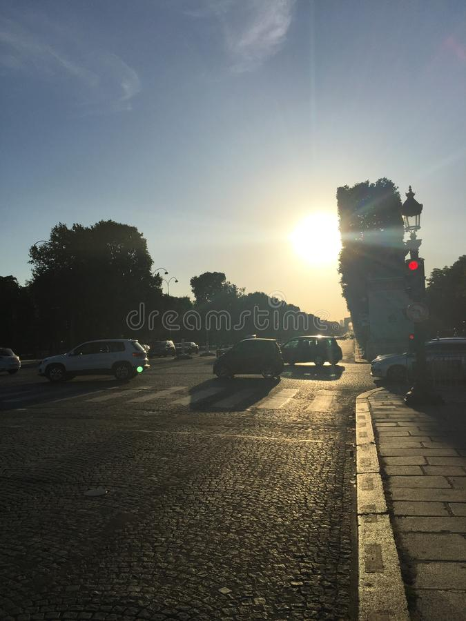 Champsélysées soluppgång fotografering för bildbyråer