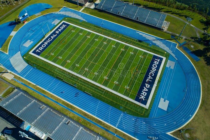 Champs de sports tropicaux de Miami de parc courant le terrain de football de voie images stock