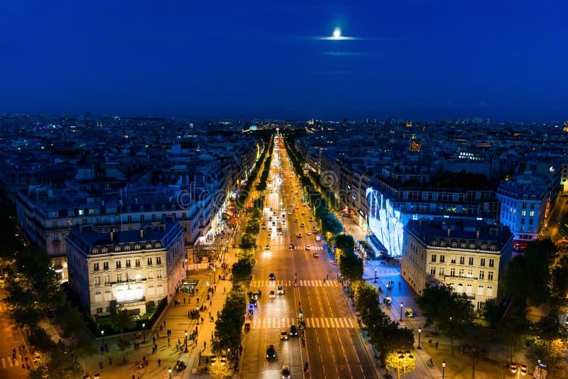 Champs-Elysees al tramonto fotografia stock libera da diritti