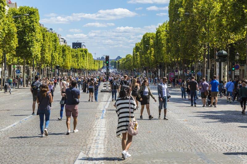 Champs-Elysees a pé imagem de stock