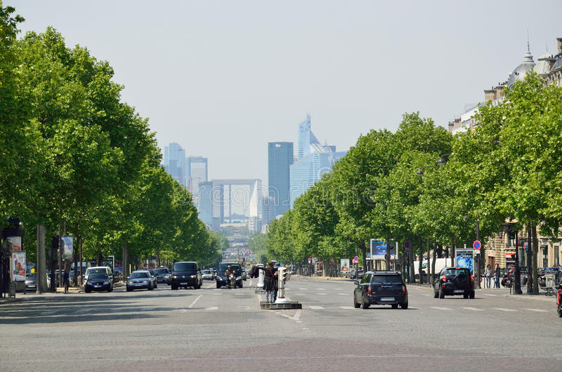 Champs-Elyseesallee in Paris lizenzfreie stockfotos