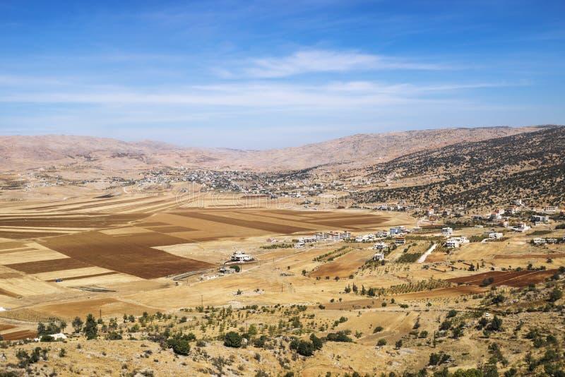 Champs et montagnes en vallée de la Bekaa, Liban photo libre de droits
