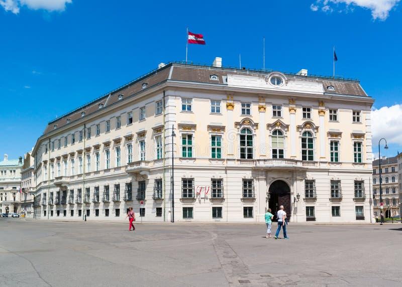 Chancellerie fédérale sur la place de Ballhaus à Vienne, Autriche photos libres de droits