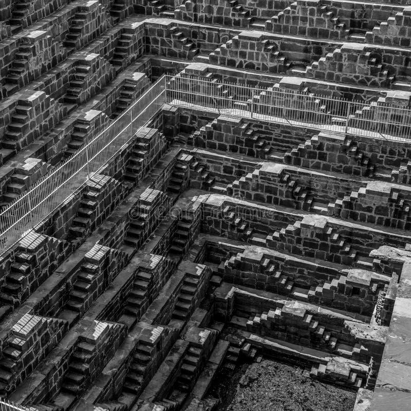 Chand Baori na Índia preto e branco do stepwell imagens de stock royalty free