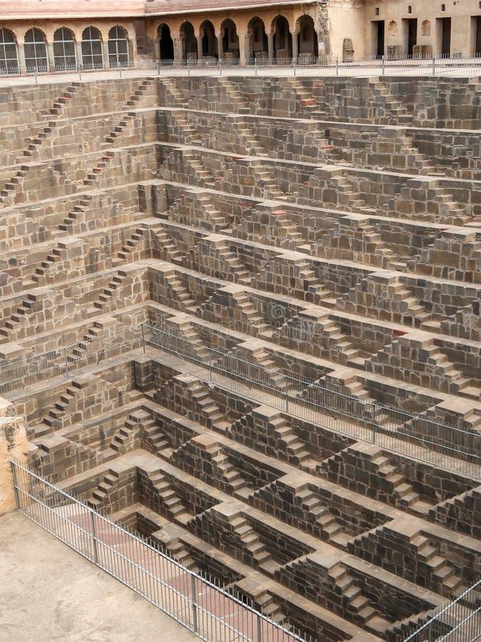 Chand Baori Stepwell, Jaipur, Rajasthan, Índia imagens de stock royalty free