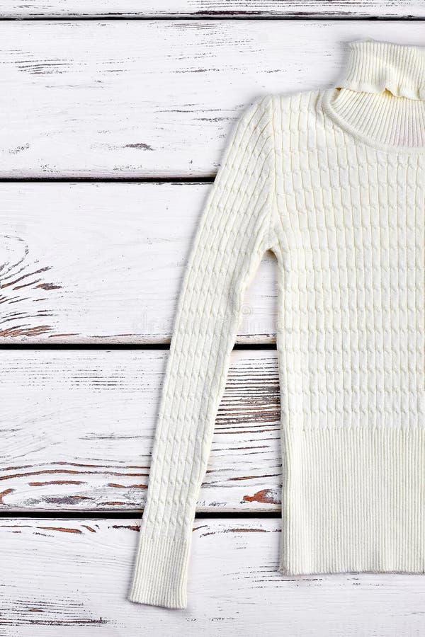 Chandail chaud tricoté par blanc pour des enfants photo libre de droits