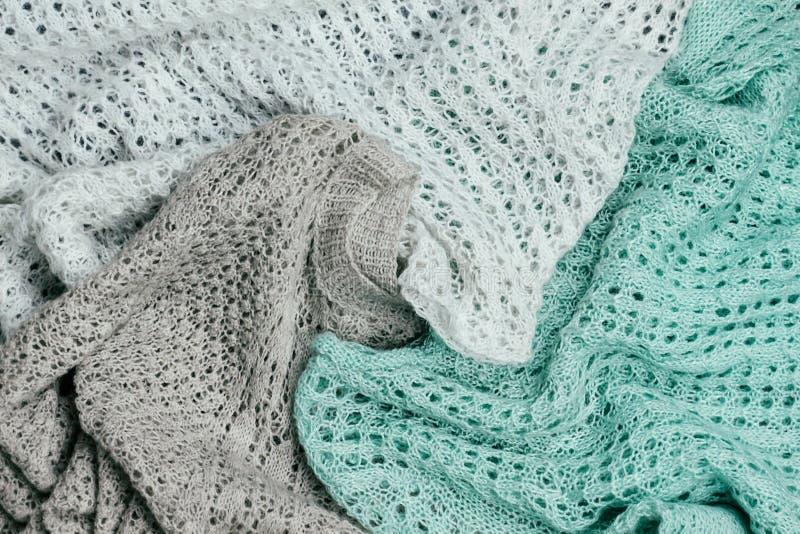 Chandails colorés en pastel tricotés élégants empilés Habillement de tricots de printemps d'hiver et image libre de droits