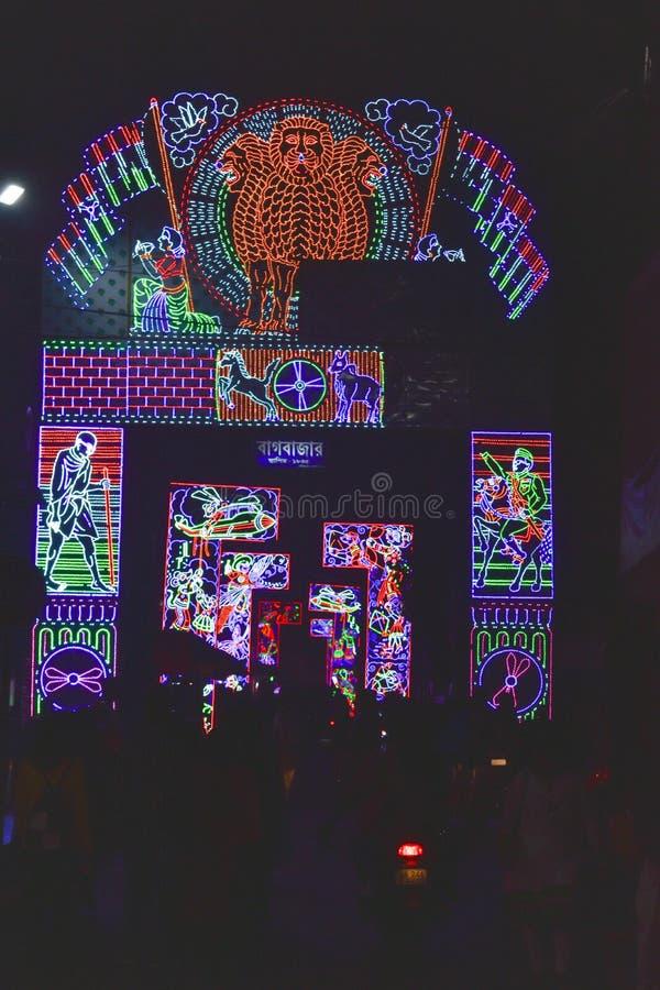 Chandannagar, Bengal ocidental, Índia novembro de 2018 - decoração de iluminação colorida espetacular com os bulbos do diodo emis fotos de stock