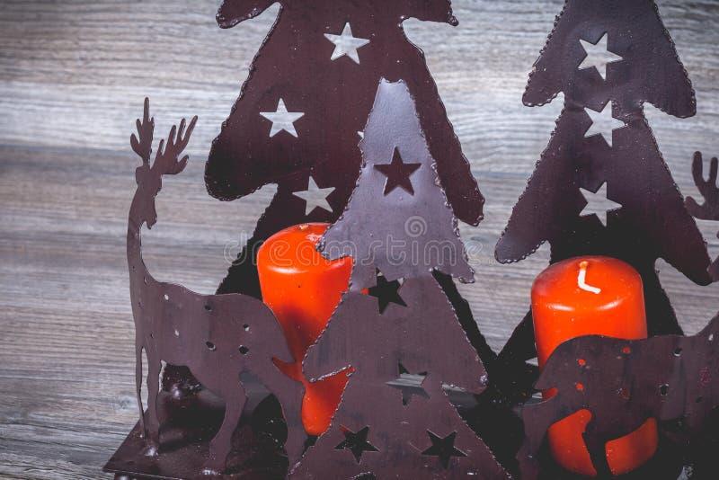 Chandelier de Noël en métal noir avec son renne de Noël images libres de droits