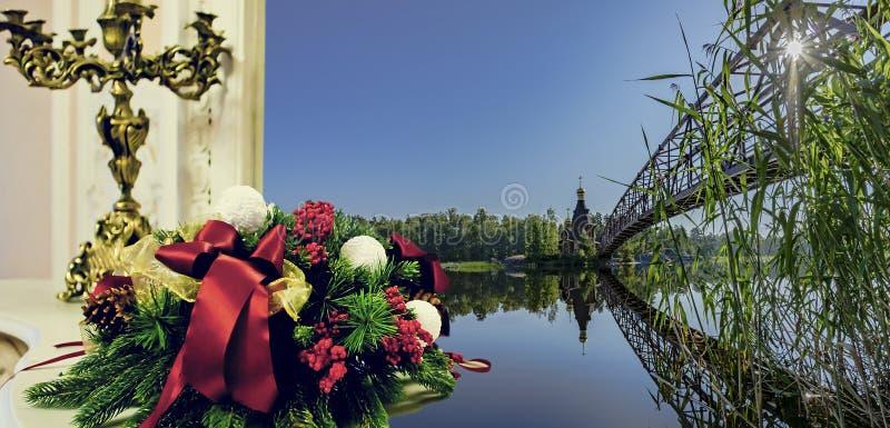 Chandelier et bouquet de épouser sur le fond d'un beau paysage photo libre de droits