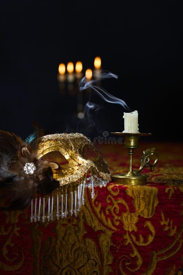 Chandelier et masque vénitien photos libres de droits