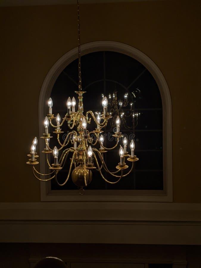 Chandelier Hanging voor Window royalty-vrije stock fotografie
