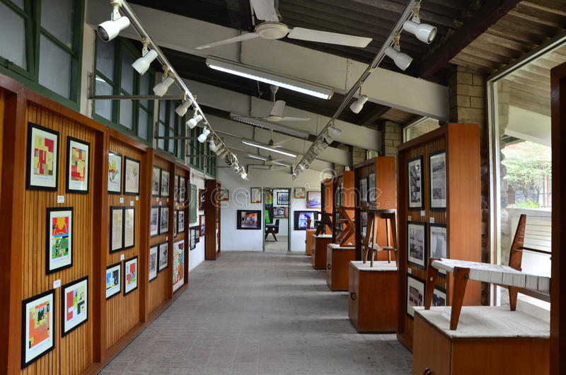 Chandigarh, Índia - 4 de janeiro de 2015: Centro de Le Corbusier da visita do turista em Chandigarh imagens de stock royalty free