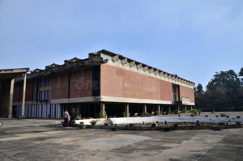 Chandigarh, la India - 4 de enero de 2015: Museo y Art Gallery turísticos del gobierno de la visita en Chandigarh, la India imagen de archivo libre de regalías