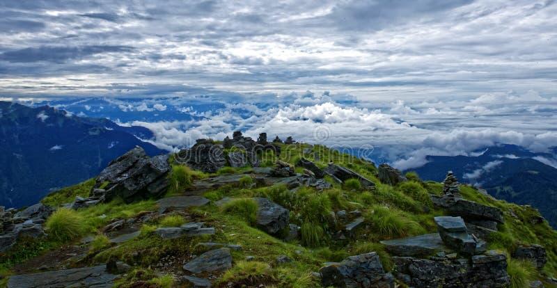 Chandrasheel berg på 4500 meter högt royaltyfria bilder