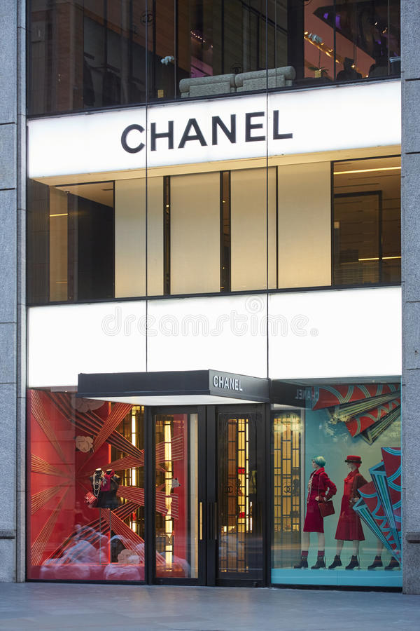 Chanel kaufen belichtetes Äußeres in der 57. Straße, New York stockfoto