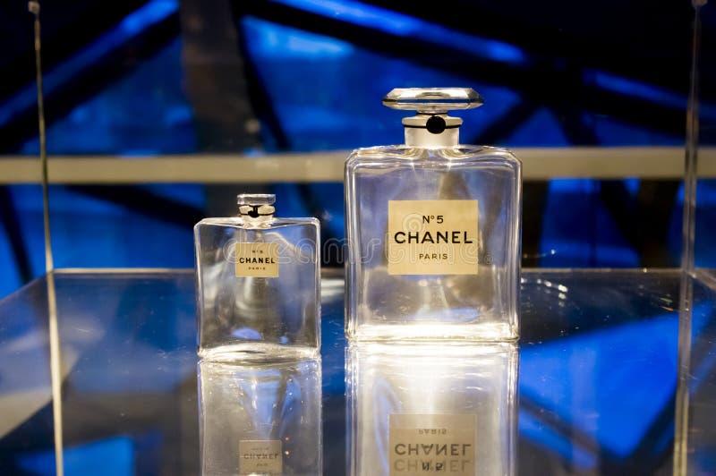 CHANEL perfuma a exposição fotografia de stock
