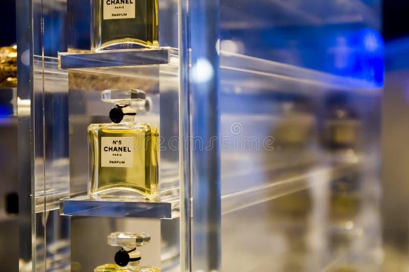CHANEL perfuma a exposição imagens de stock royalty free