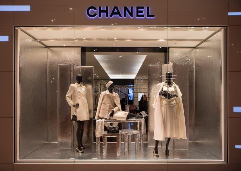 Chanel shoppar i Paris, Printemps shoppingmitt royaltyfri bild