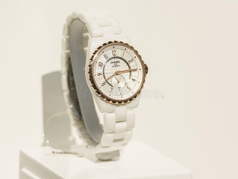 Chanel Watch In Shop Window skärm arkivbild