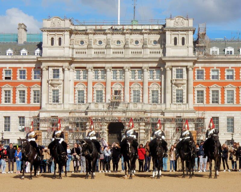 Changeant la garde de vie de la Reine, les gardes de cheval défilent, Londres, photo stock