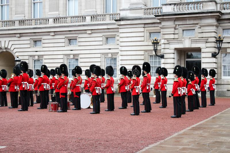 Changement de Buckingham Palace de la garde - grand événement de Londres image stock