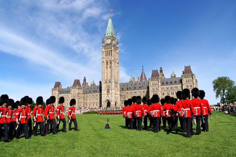 Changement du dispositif protecteur à Ottawa, le Canada image stock