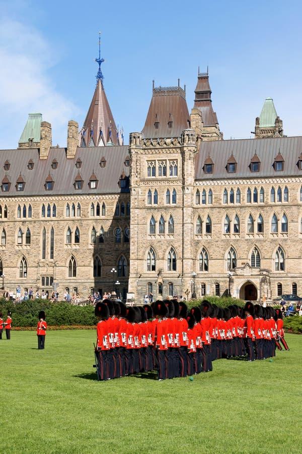 Changement du dispositif protecteur à Ottawa, le Canada photo stock