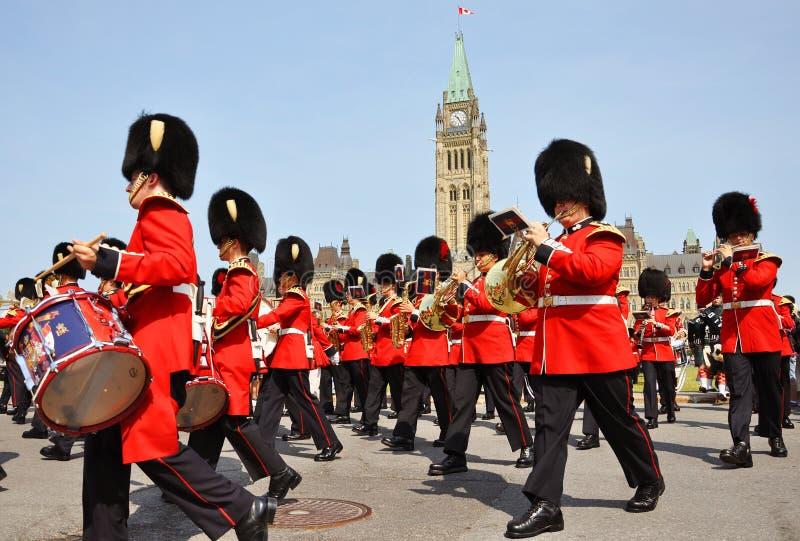 Changement du dispositif protecteur en côte du Parlement, Ottawa image libre de droits
