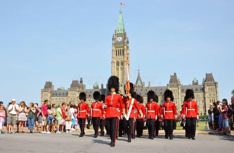 Changement du dispositif protecteur en côte du Parlement, Ottawa photographie stock