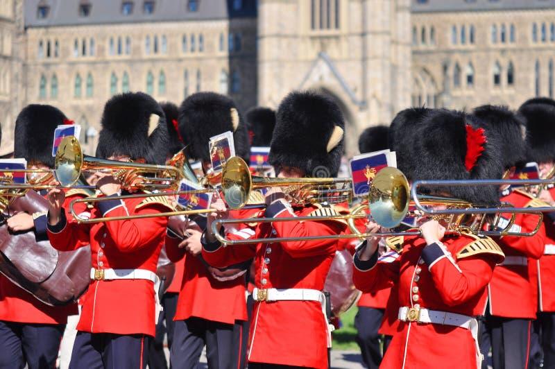 Changement du dispositif protecteur en côte du Parlement, Ottawa images libres de droits