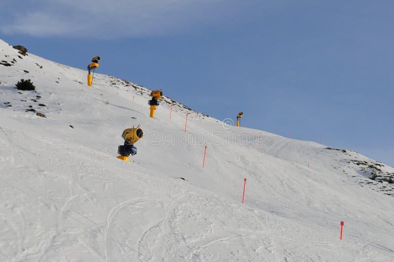 Changement global de clima : Neige artificielle pour skier chez Jakobshorn, D images libres de droits