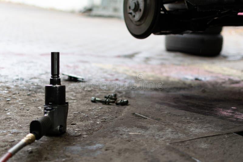 Changement saisonnier de pneu image stock