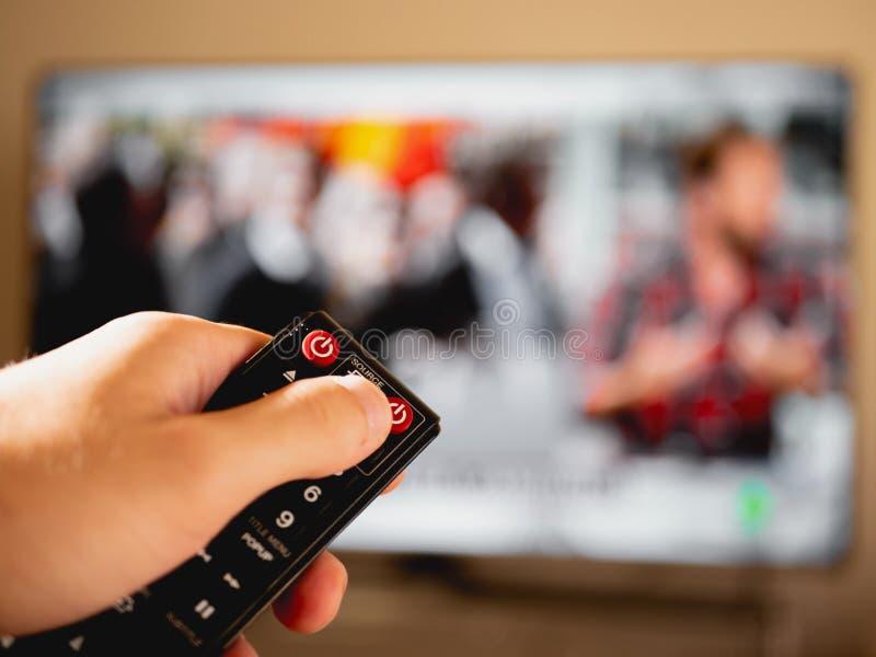Changez le canal avec à télécommande images stock