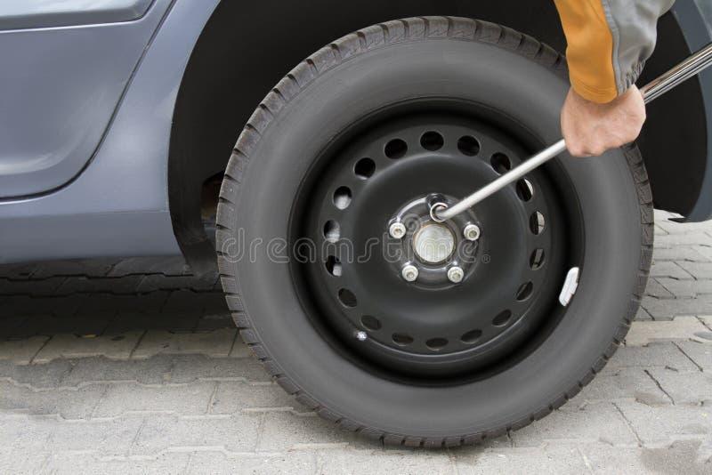 Changez le pneu photo libre de droits