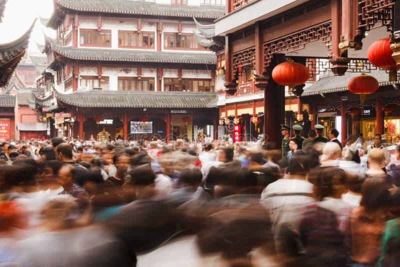 Changhaï Cheng Huang Temple pendant les foules de jour de travail des touristes de visite image libre de droits