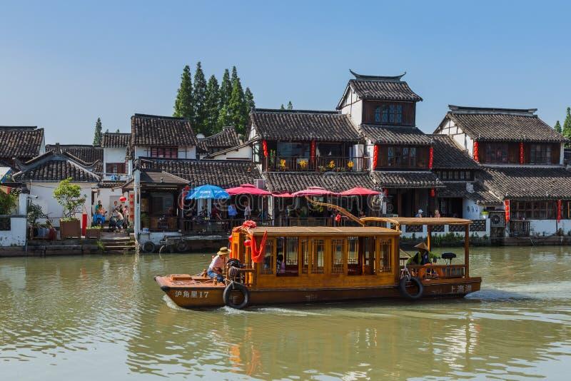 Changhaï, Chine - 23 mai 2018 : Croisière de bateau sur le canal dans Zhuj image stock