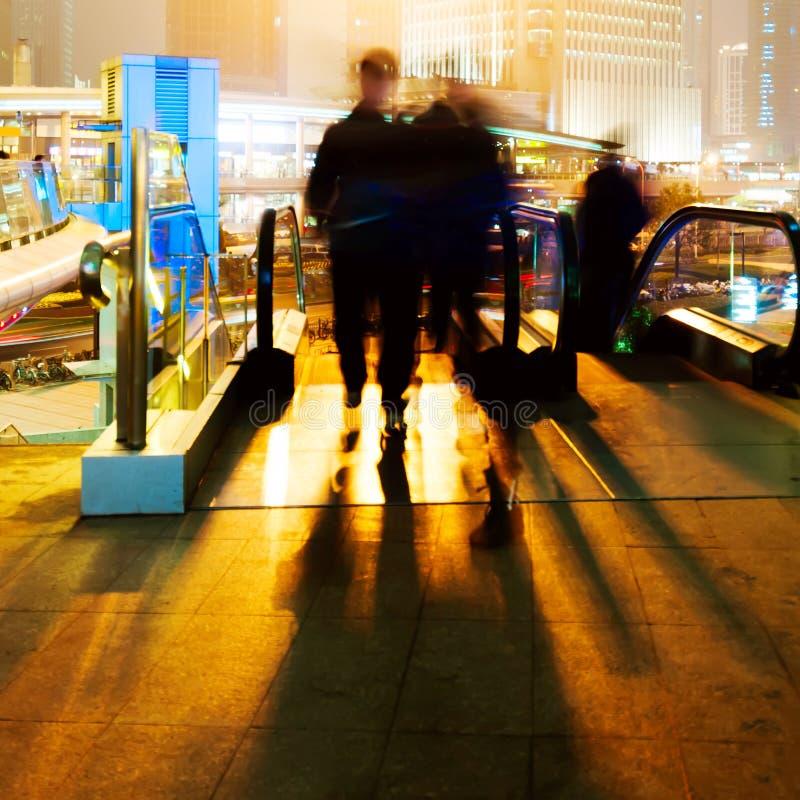 Changhaï, Chine, viaduc piétonnier les foules. image libre de droits