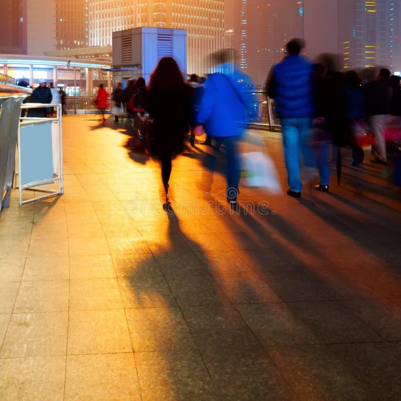 Changhaï, Chine, viaduc piétonnier les foules. photos libres de droits