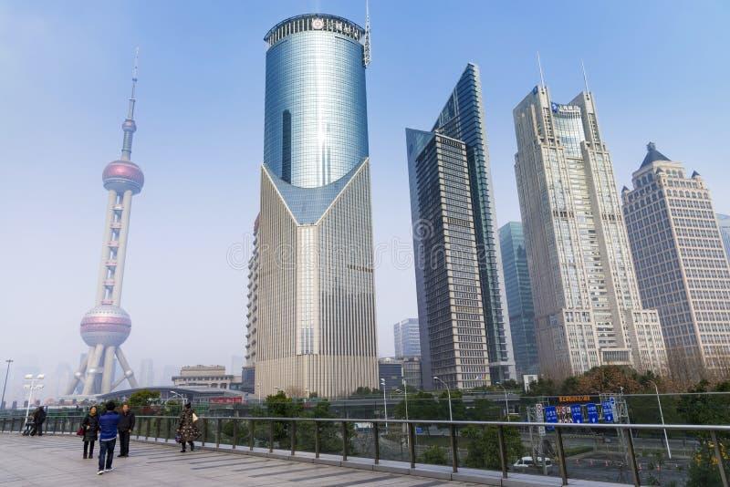CHANGHA?, CHINE - d?cembre 31, 2017 : Tour orientale de perle et horizon moderne d'architecture de Changhaï de secteur de Pudong, image libre de droits