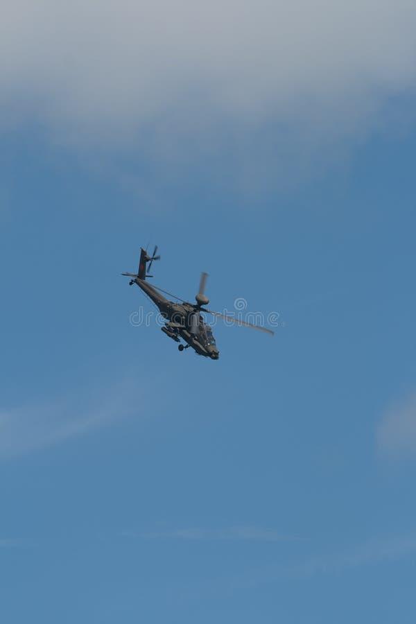 Changi, Singapur - Feb 6,2010: Hubschrauberangriff RSAF AH-64 Apache stockbild