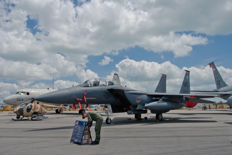 Changi, Singapura - fevereiro 6,2010: Aviões de combate de Eagle da greve do U.S.A.F.F-15E fotos de stock