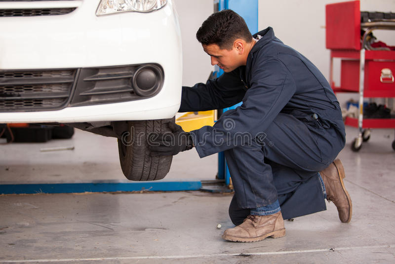 Download Changing A Tire At An Auto Shop Stock Photo - Image: 33750302