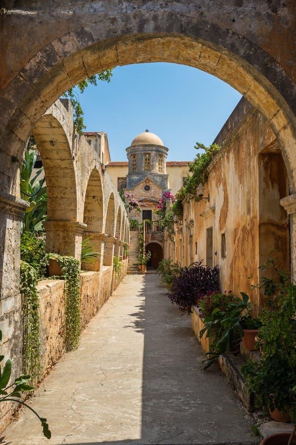 Chania, Ελλάδα - τον Αύγουστο του 2017: Μοναστήρι Agia Triada Tzagaroli στην περιοχή Chania στο νησί της Κρήτης, Ελλάδα στοκ εικόνα